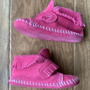 Minnetonka pink moccasins size 5